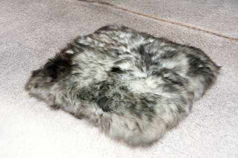 Image of Small square sheepskin pet bed in ivory grey tips
