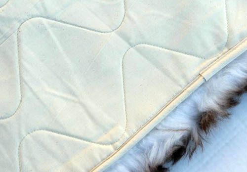 Lined sheepskin pet bed back