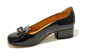 Women´s Black Leather Shoes with Low Heel