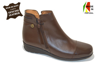 Women´s Brown Leather Boots with Low Heel