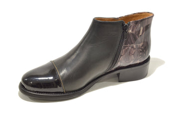 Women´s Black Leather Boots with Low Heel