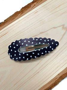 Black Scattered Hearts Scalloped snap clip
