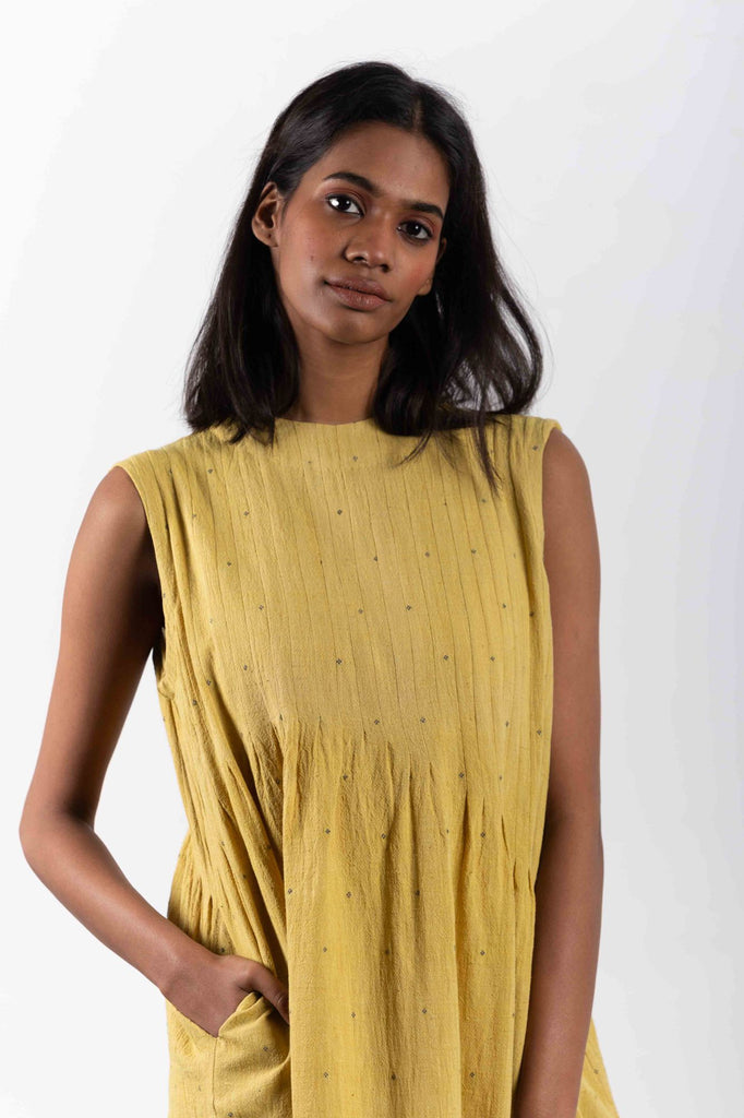 crow sustainable clothing brand from India, using handwoven textiles.