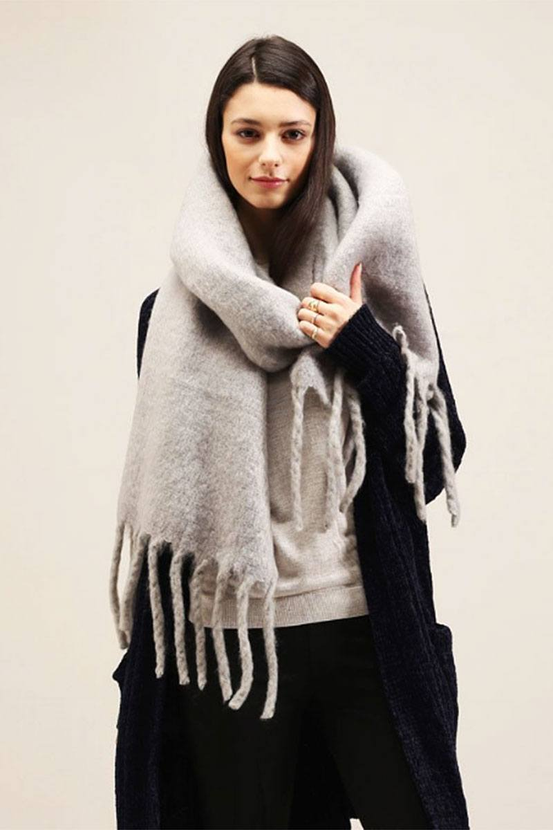 Solid Scarf With Chunky Fringe - Bomberish