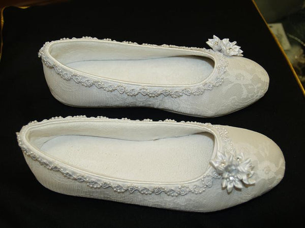 Satin flowers cluster,White, Non Slip Slippers - Bomberish
