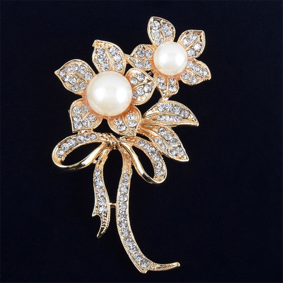 Charming Flower Shape Pearls Brooch