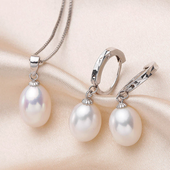 Radiant Jewelry Set made with Silver and Natural Freshwater Pearls