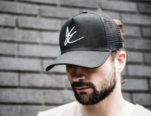 JE-00 SIGNATURE BLACK CAP