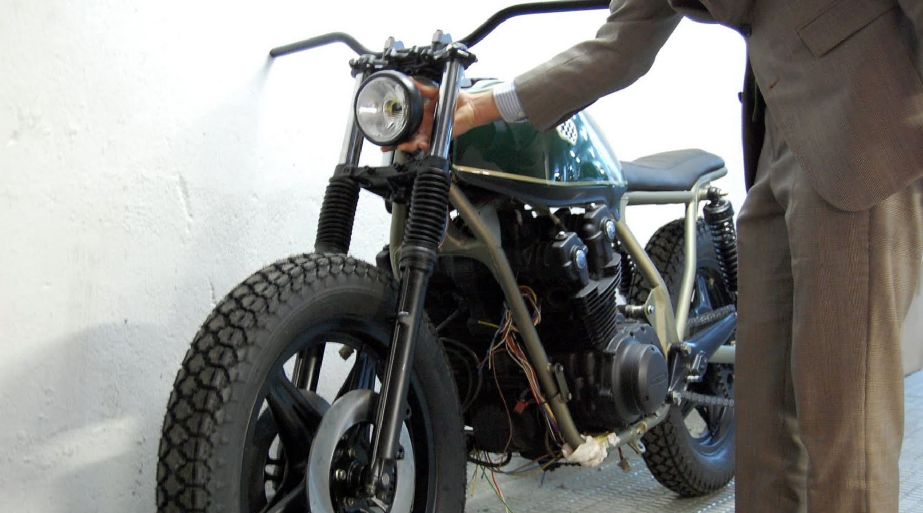FRESH List of Cafe Racer Blogs and Sites that Accept Guest Posts wallpaper