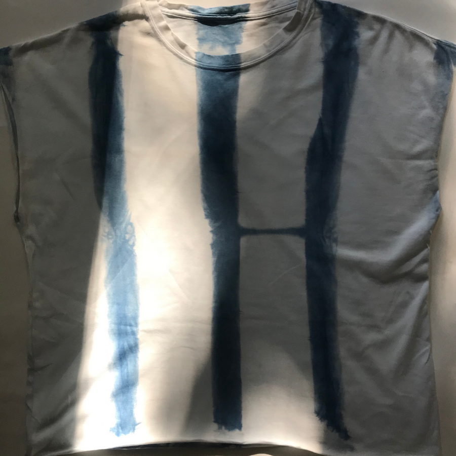 (the front of the indigo dyed 💙 tee.