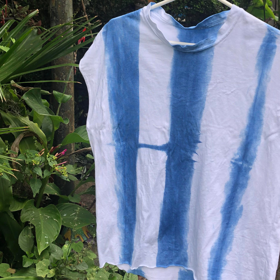 (the indigo dyed 💙 tee modeling itself while air drying in New Orleans.