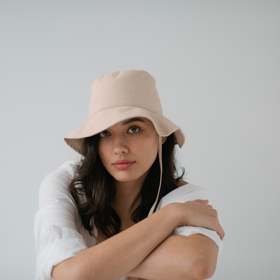 Linen Bucket Hat Bone w. Tie
