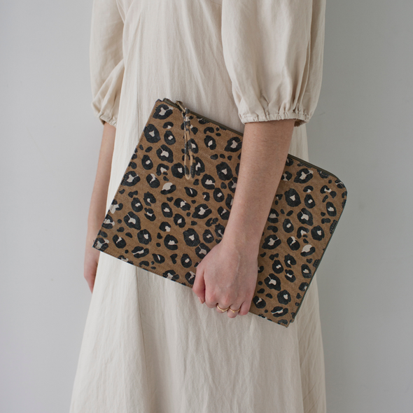 Tech Sleeve Leopard Camel