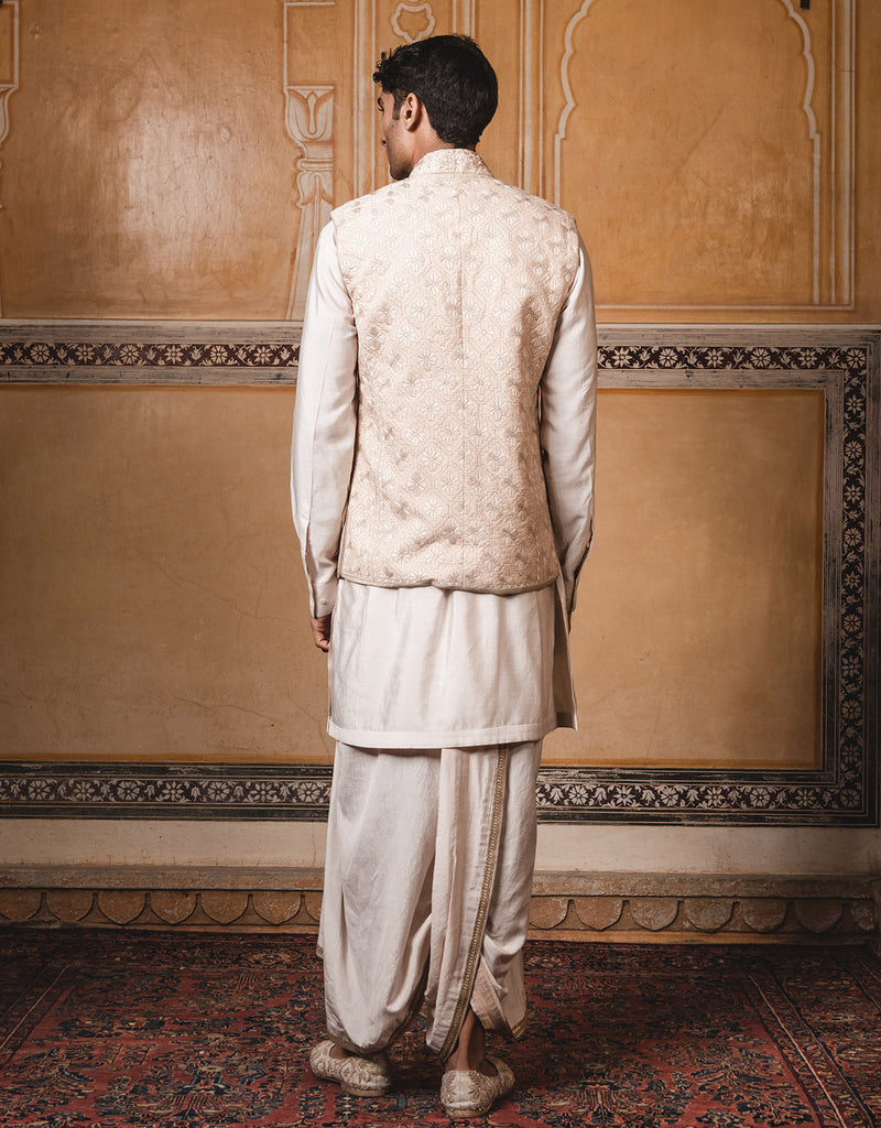 Bandhgala In Silk Featuring Resham Hand Embroidery. Paired With A Cotton Silk Kurta.