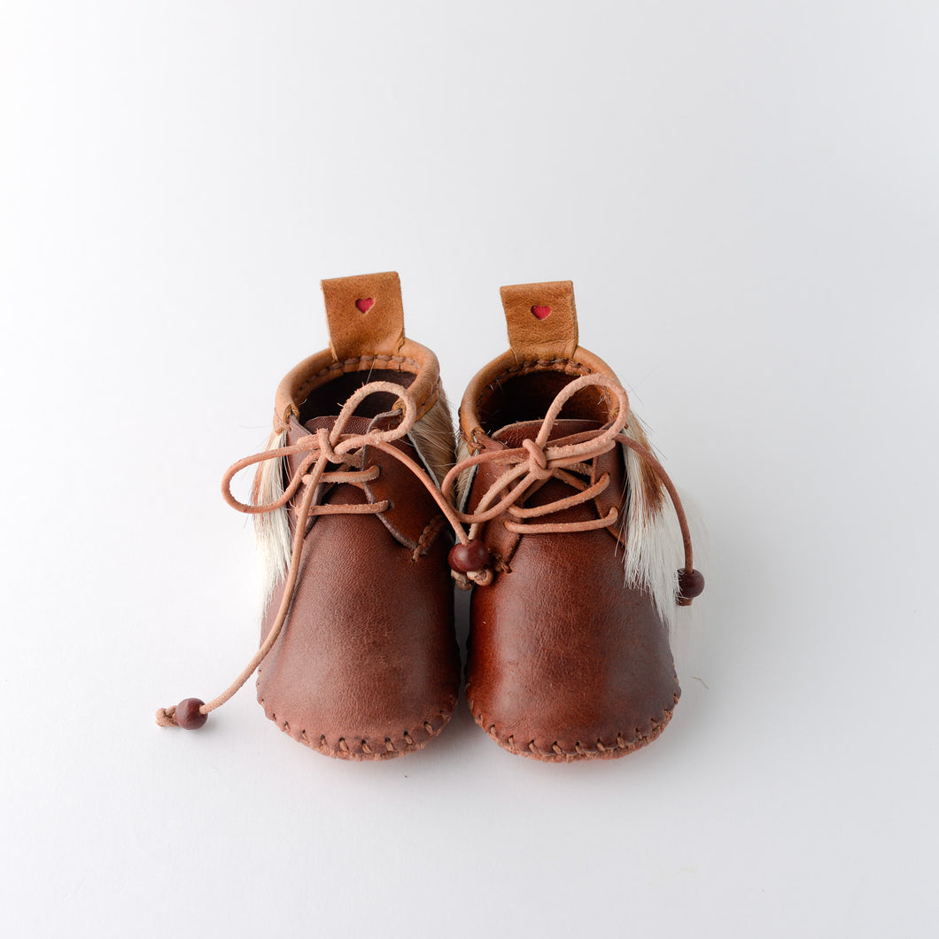 Handmade leather baby shoes. Toddler. Unique. Springbook