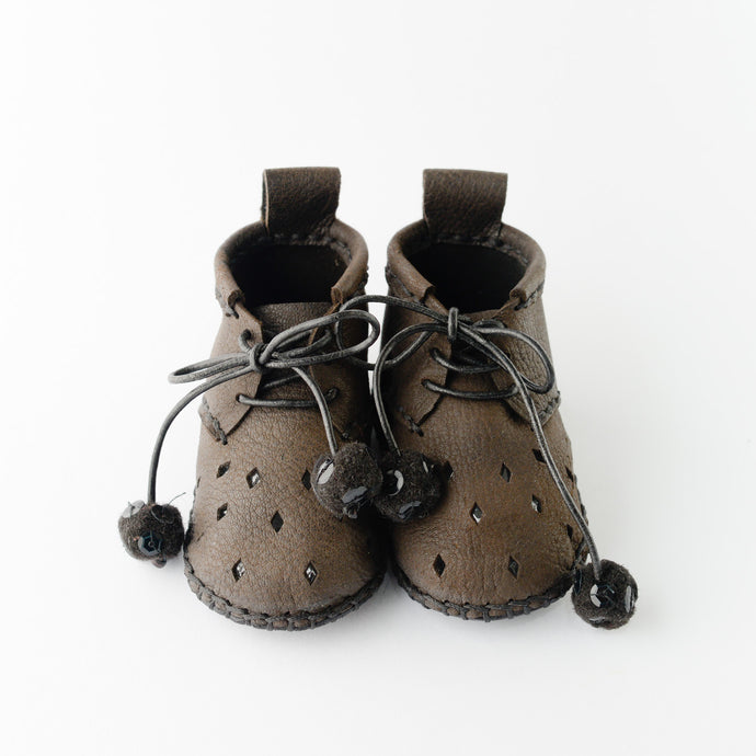 Handmade leather baby shoes. Toddler