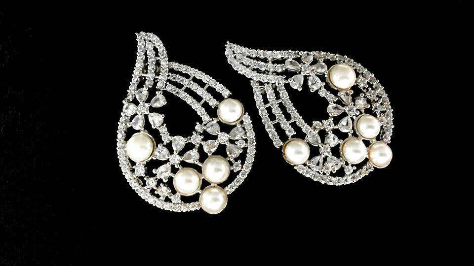 Diamond Look Finest Pearls Earrings Pair