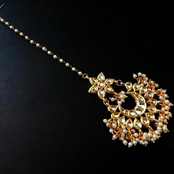 Pearls And Kundan Maangtika