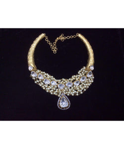 Elegant Looking Kundan And Pearls Necklace