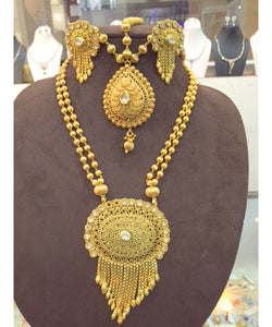 Beautiful Bridal Gold Plated Necklace With Matching Mathapatti And Earrings
