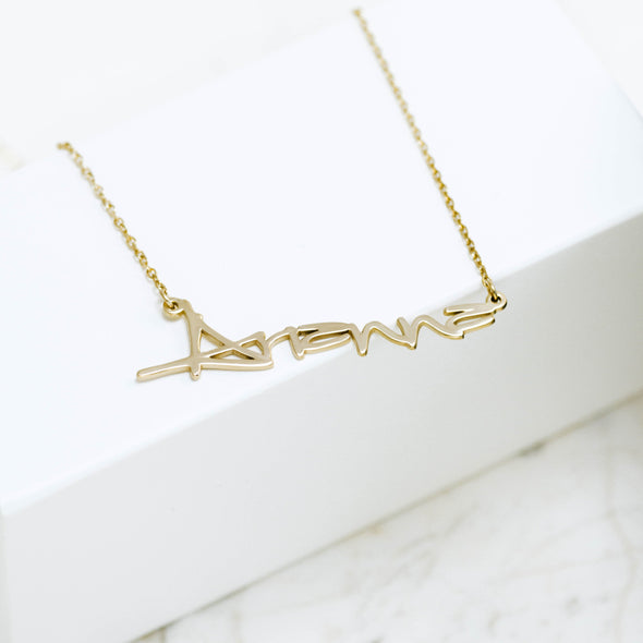 a gold name necklace