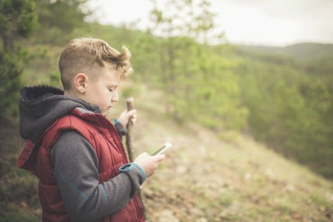 kid-hiking-with-gps