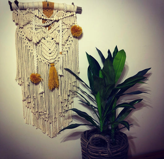 natural/mustard macramè wall hanging