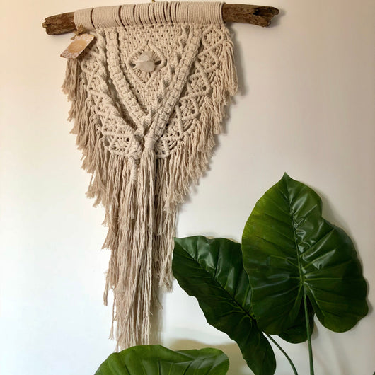 natural macramè wall hanging w/ crystal
