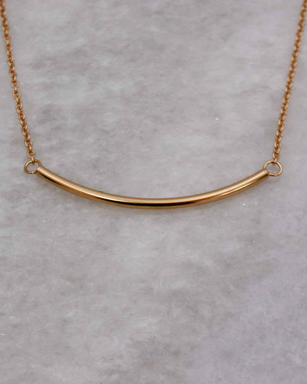 Curved Bar Necklace in gold
