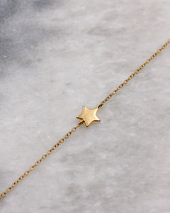 Gold star on a fine chain bracelet