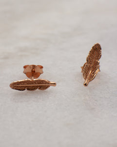 Feather or leaf stud earring in rose gold