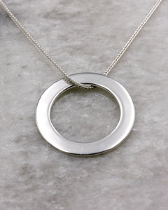 Polished circle pendant necklace in silver