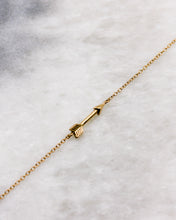 Small arrow bracelet in gold
