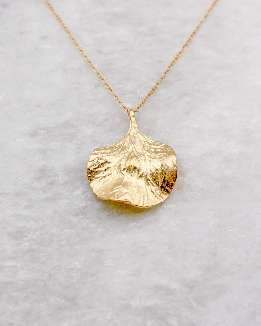 Textured petal pendant necklace gold