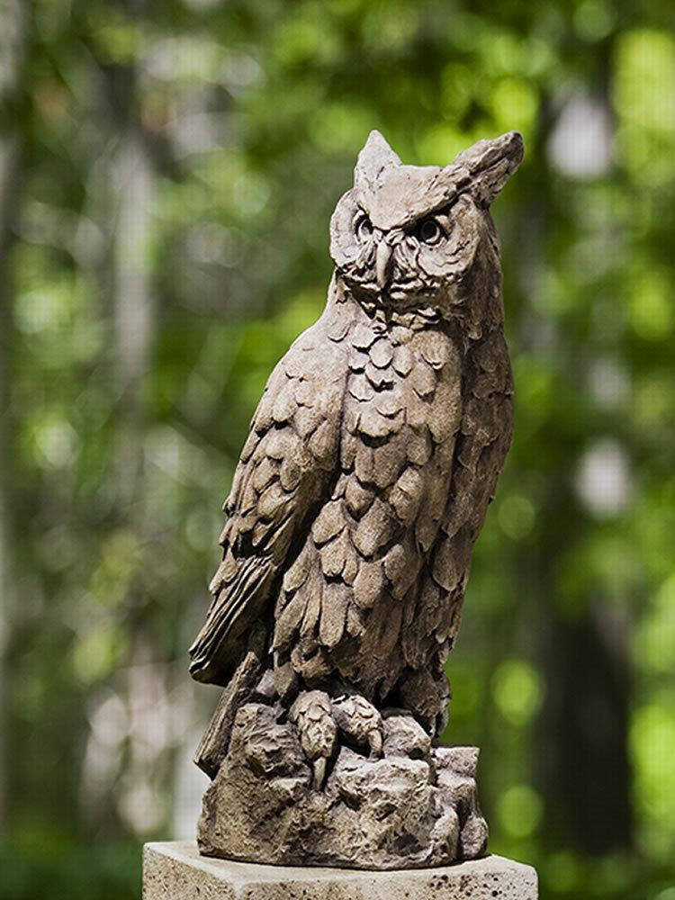 Exceptionnel Large Horned Owl Garden Statue