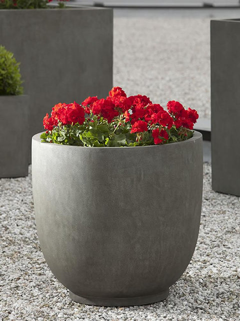 Danilo Planter in Concrete Lite
