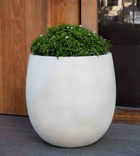Small Guilford Planter in Ivory Lite