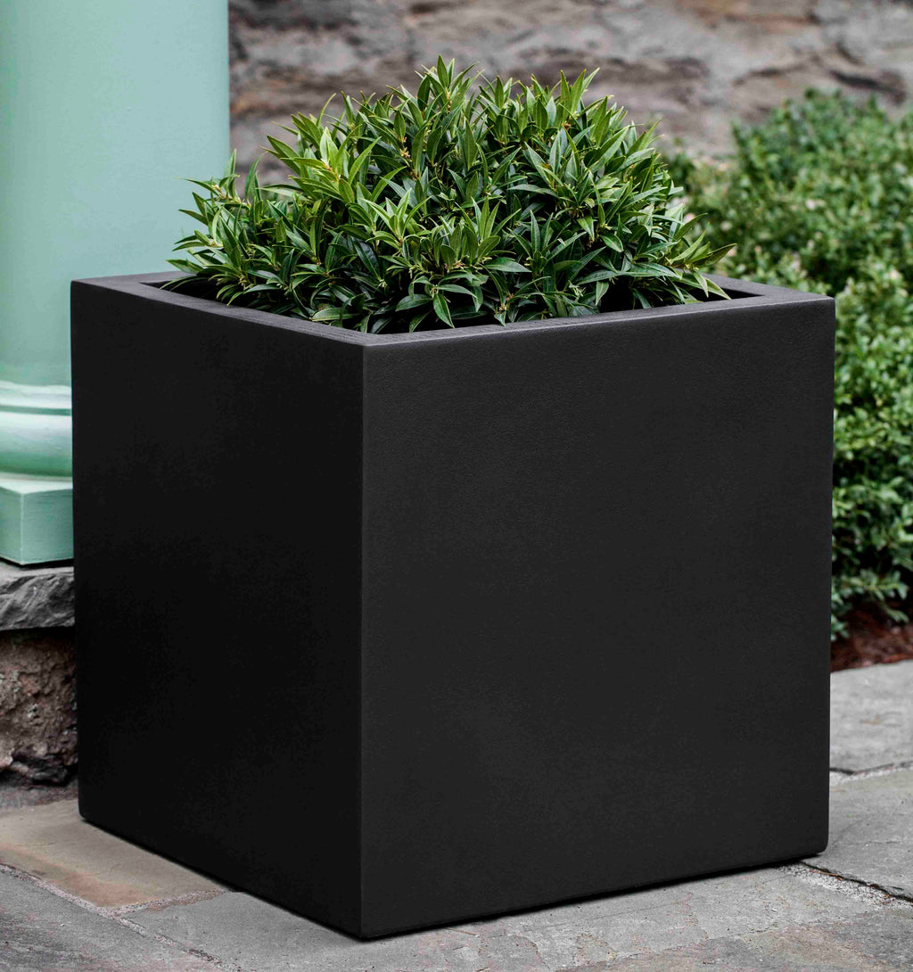 Farnley Medium Planter - Onyx Black Lite
