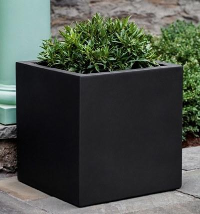 Farnley Planter 2424 in Onyx Black Lite