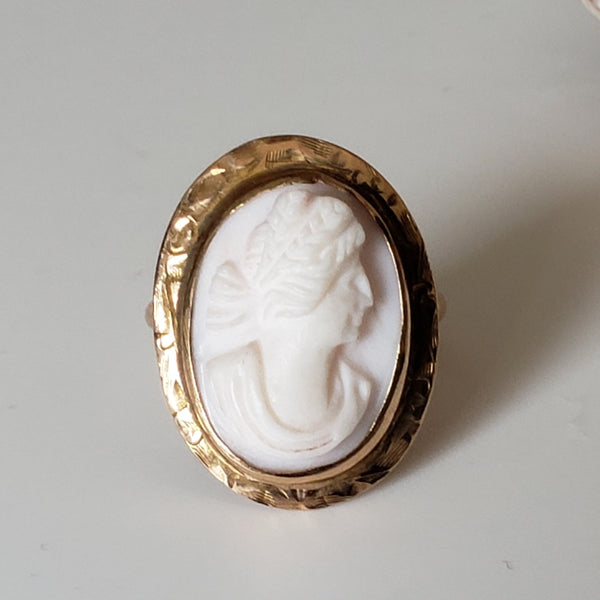 Light Coral Cameo Victorian Pinky Ring in Yellow Gold
