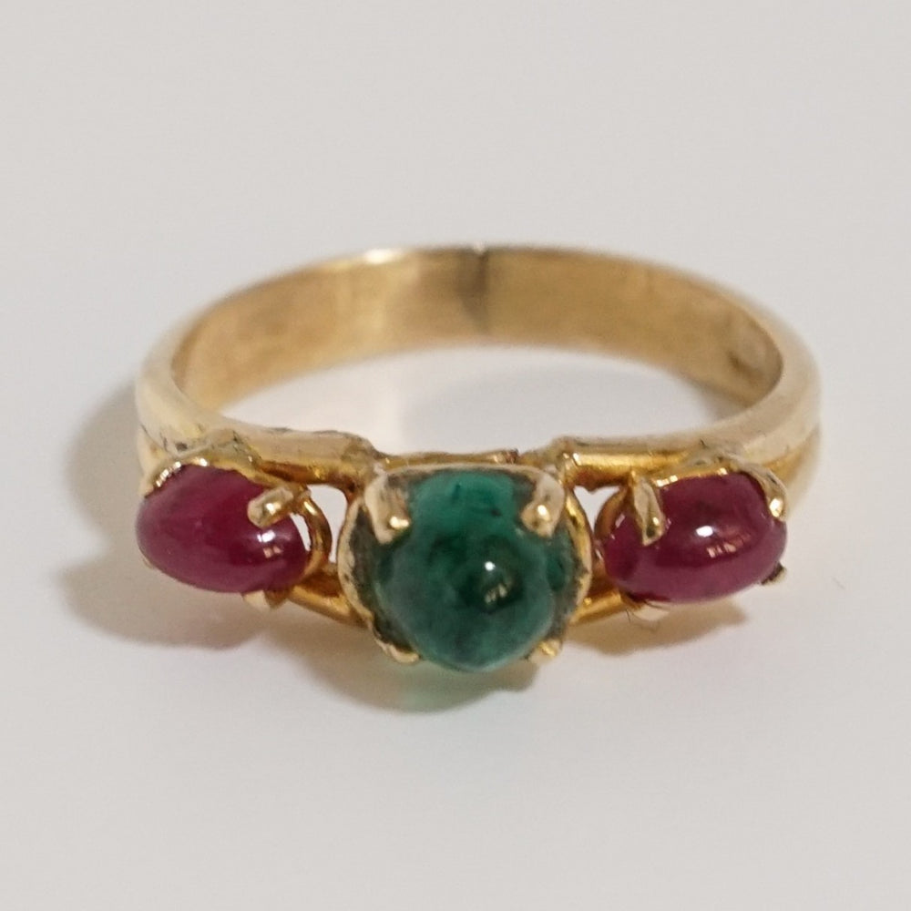 Vintage Emerald Sugarloaf and Ruby Cab Ring in 14 karat