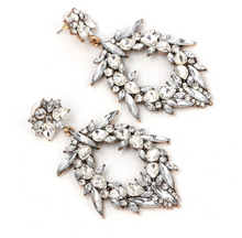 WREATH WHITE EARRING