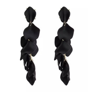 LA ROSA BLACK EARRINGS