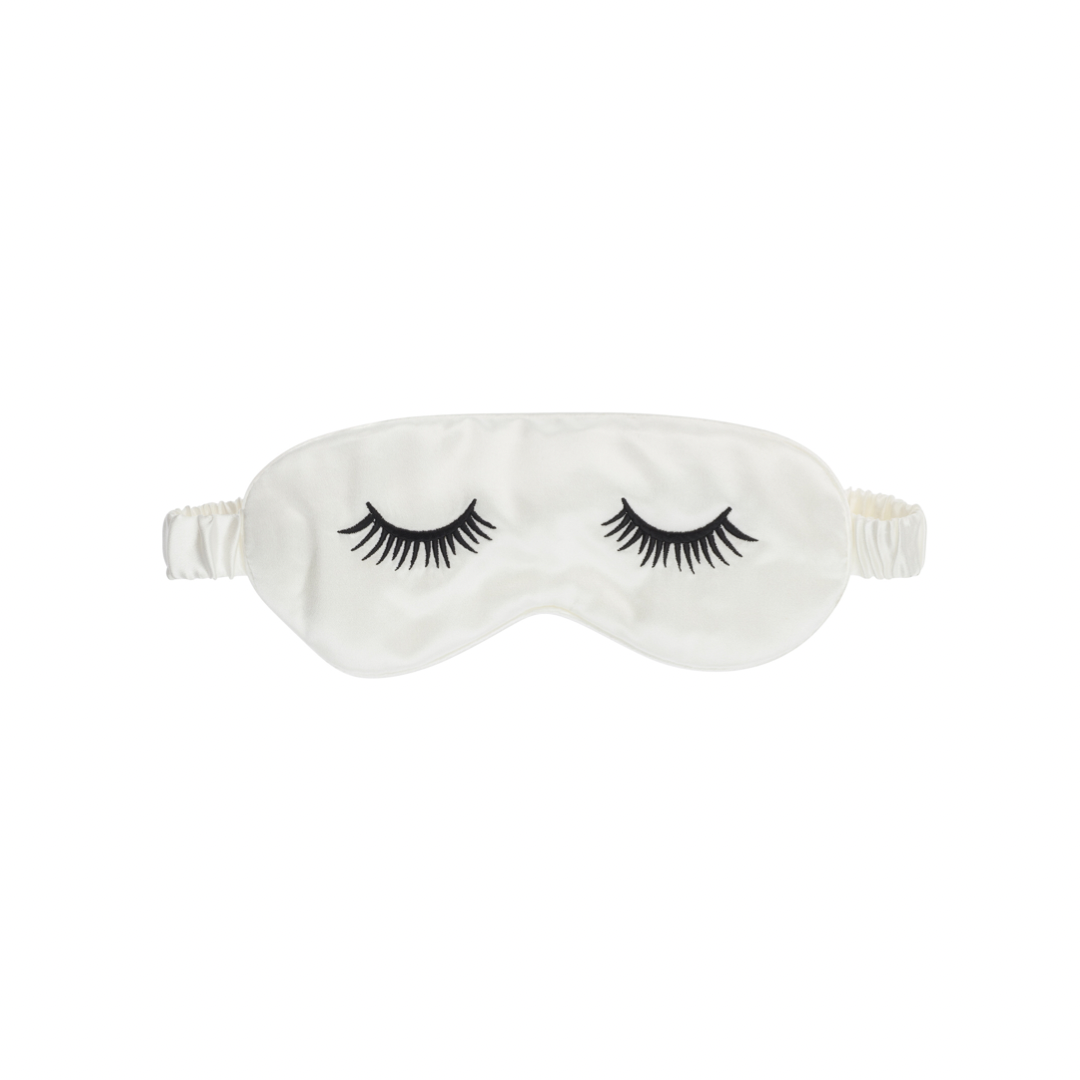 A must-have for relaxing evenings and dreamy nights of sleep, the Ameera London Eye Sleeper Mask promotes relaxation, reduces fine lines that are created from frowning during sleep and protects your eyelashes thanks to its 100% luxurious silk material. Incredibly gentle of skin and eyes, it is perfect for flights, long-haul journeys or whenever you need a calming and helpful hand getting to sleep. Sleep Soft Princess..