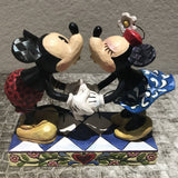 Jim Shore Disney Traditions Mickey and Minnie Kissing