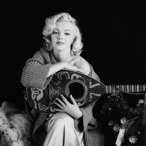 MARILYN MANDOLIN SITTING