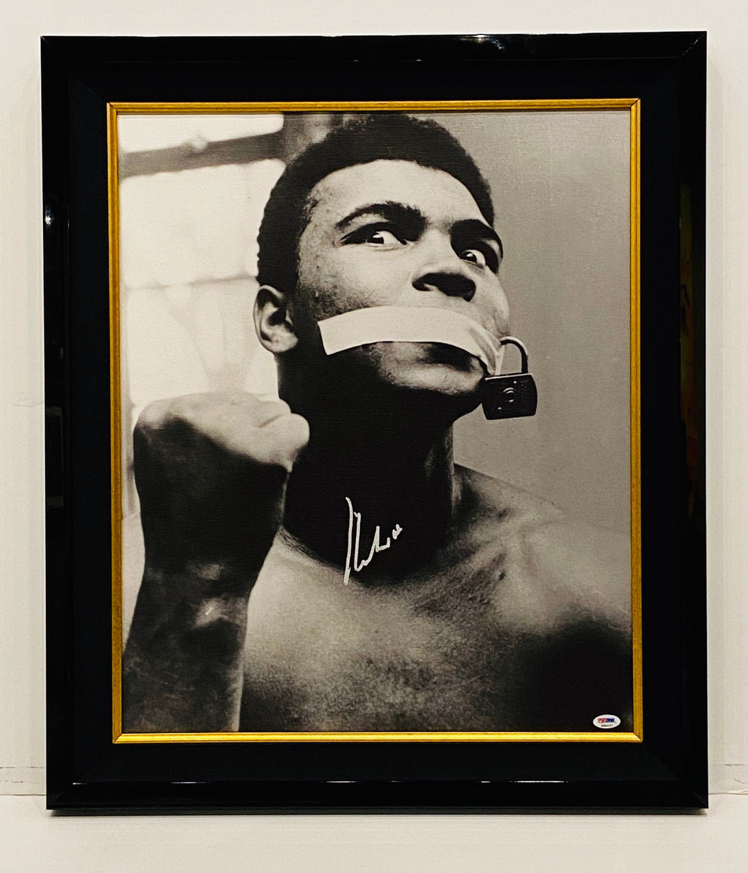 ALI - ' LOUDMOUTH ' PHOTO ON CANVAS HAND SIGNED BY MUHAMMAD ALI