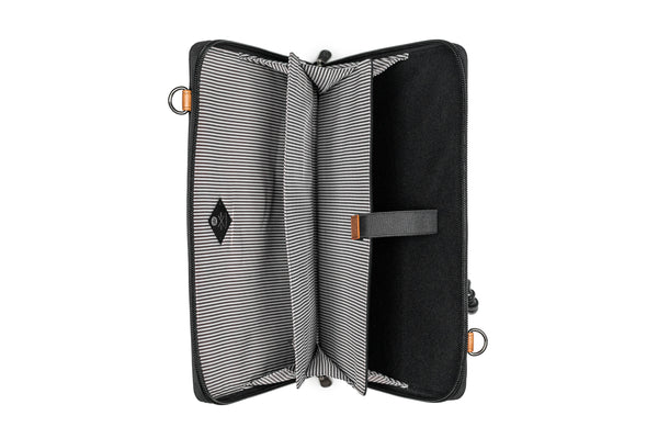 Wellington - Accordion folio with strap