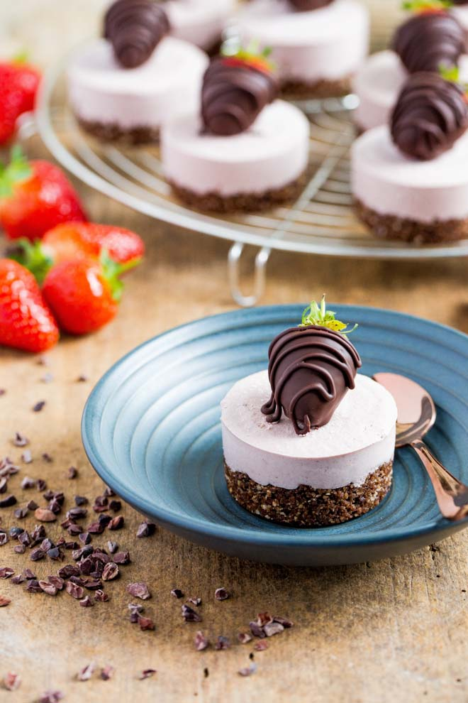 VEGAN MINI STRAWBERRY CHEESECAKES