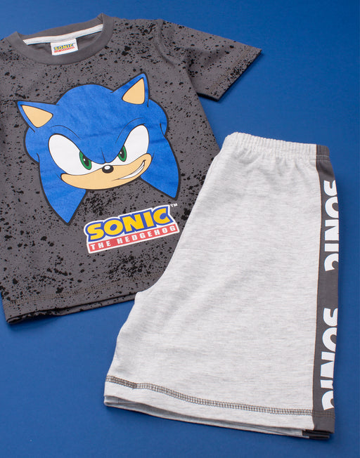COOL GREY & BLACK WASH TOP WITH A SEGA SONIC THE HEDGEHOG PRINT – Stylish cool grey top comes with a black wash featuring a shiny blue Sonic The Hedgehog print underlined with the games logo. Paired perfectly with subtle Sonic trousers making the perfect Sonic outfit for lounging and gaming.